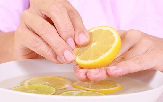 Лимонная ванночка для ногтей